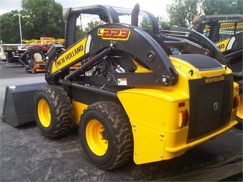 Minicargadores New Holland L223
